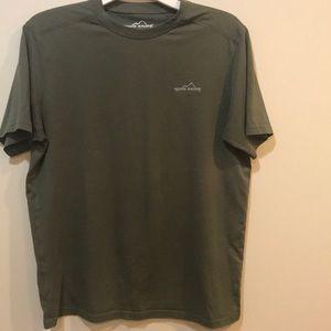 Eddie Bauer T-shirt in olive green. EUC!